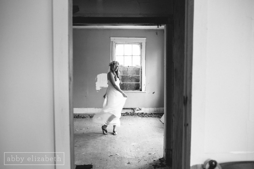 Knoxville_Engagement_Photography_Creative_Abandoned_House-26.jpg