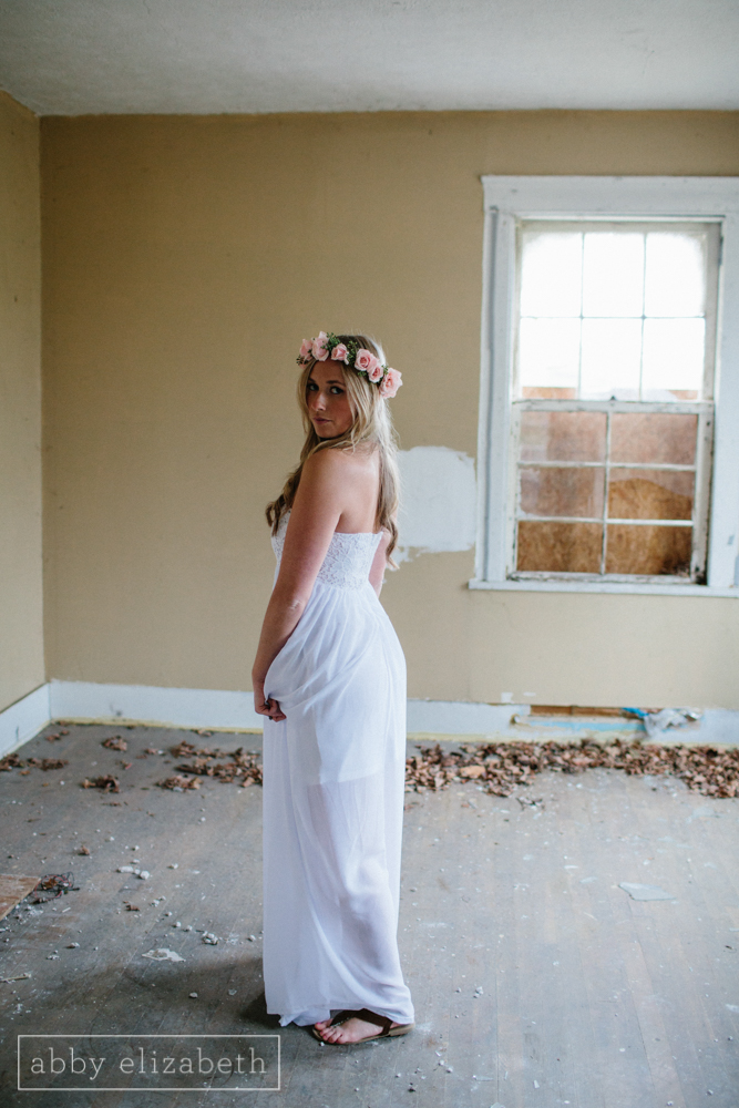 Knoxville_Engagement_Photography_Creative_Abandoned_House-27.jpg