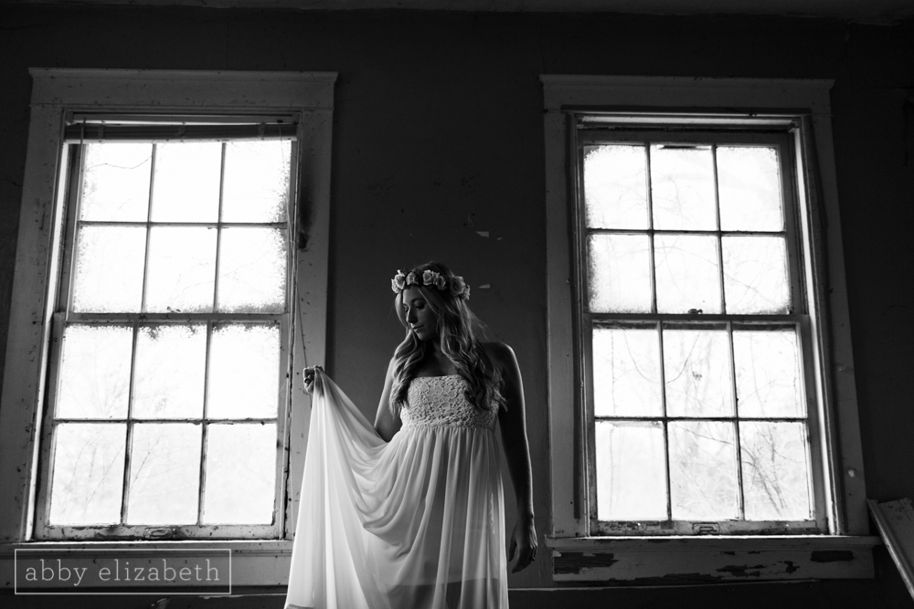 Knoxville_Engagement_Photography_Creative_Abandoned_House-28.jpg