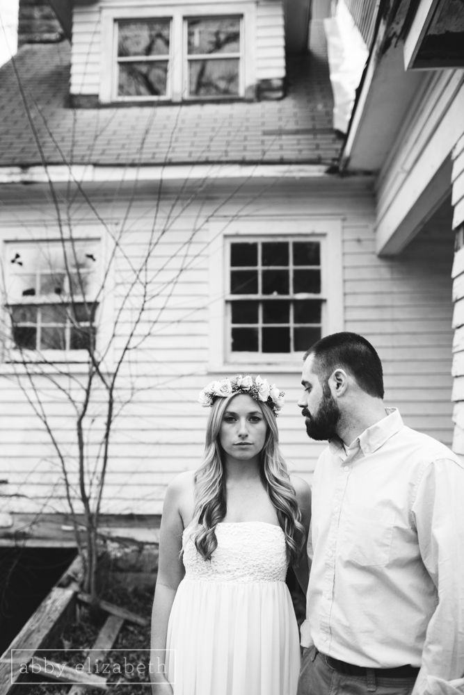 Knoxville_Engagement_Photography_Creative_Abandoned_House-41.jpg
