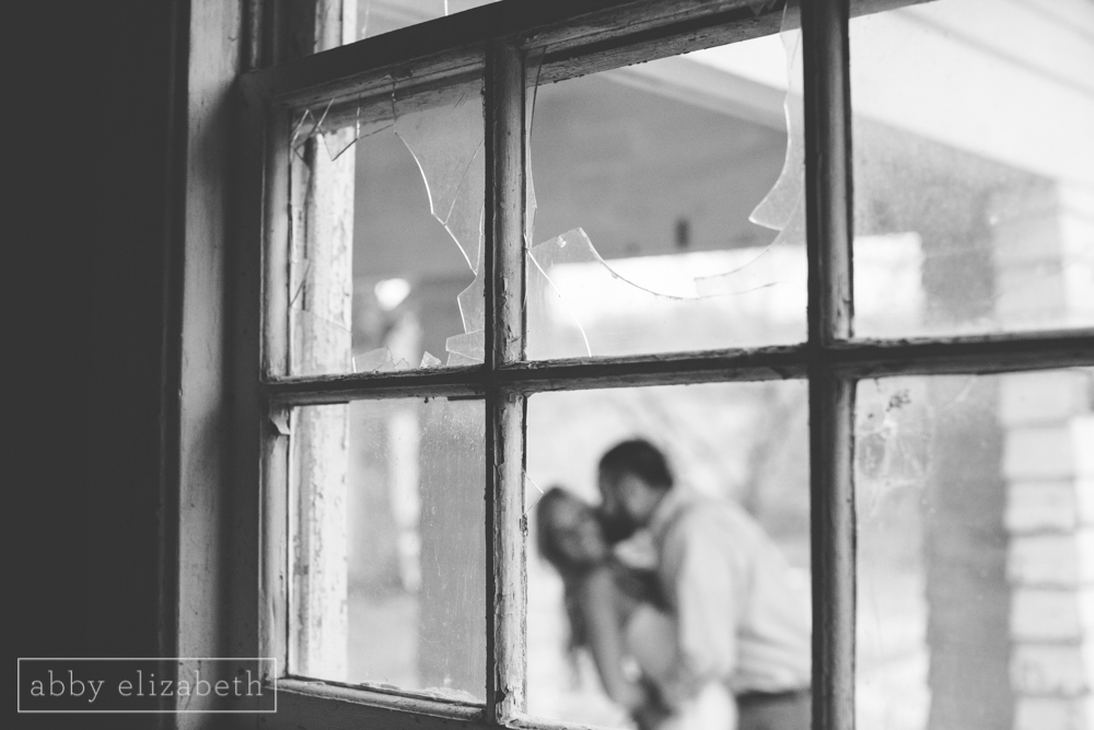 Knoxville_Engagement_Photography_Creative_Abandoned_House-40.jpg