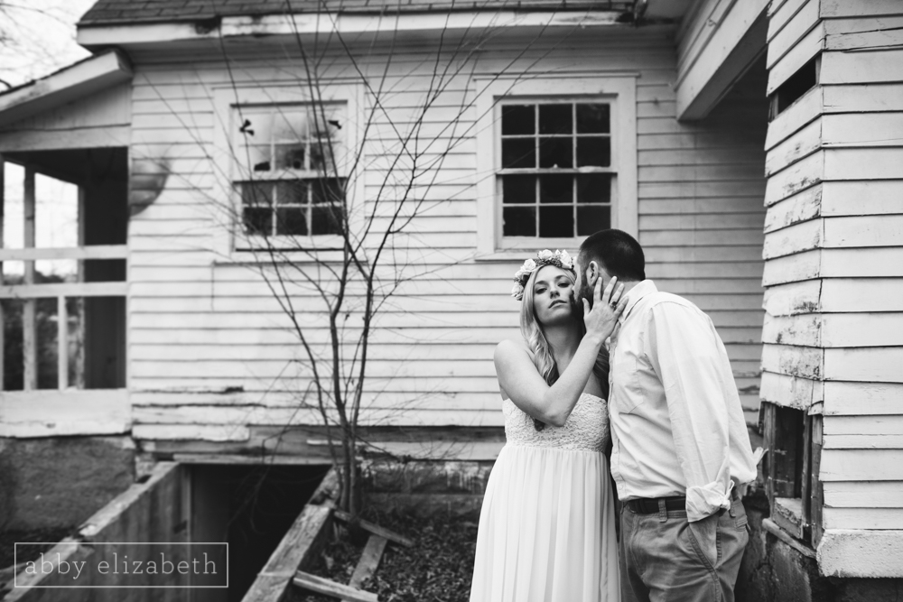 Knoxville_Engagement_Photography_Creative_Abandoned_House-42.jpg