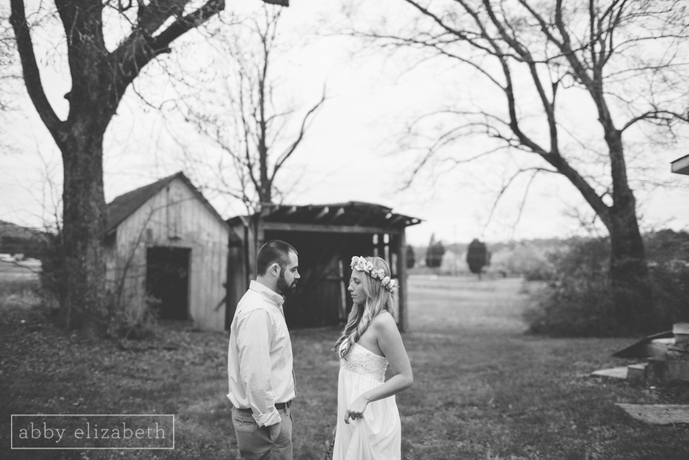Knoxville_Engagement_Photography_Creative_Abandoned_House-57.jpg