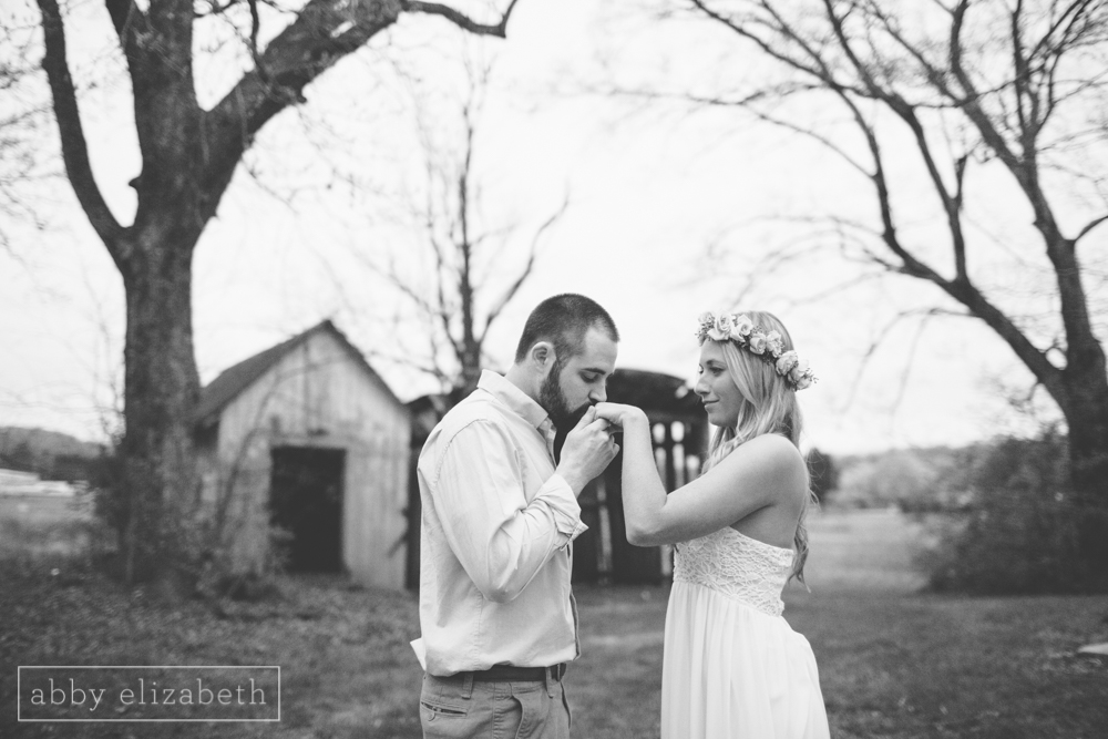 Knoxville_Engagement_Photography_Creative_Abandoned_House-58.jpg