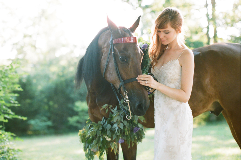 Abby_Elizabeth_Knoxville_Wedding_Photography_Horse_Boho_Bride_Bjorvala_Farms_red_Hair (3 of 63).jpg