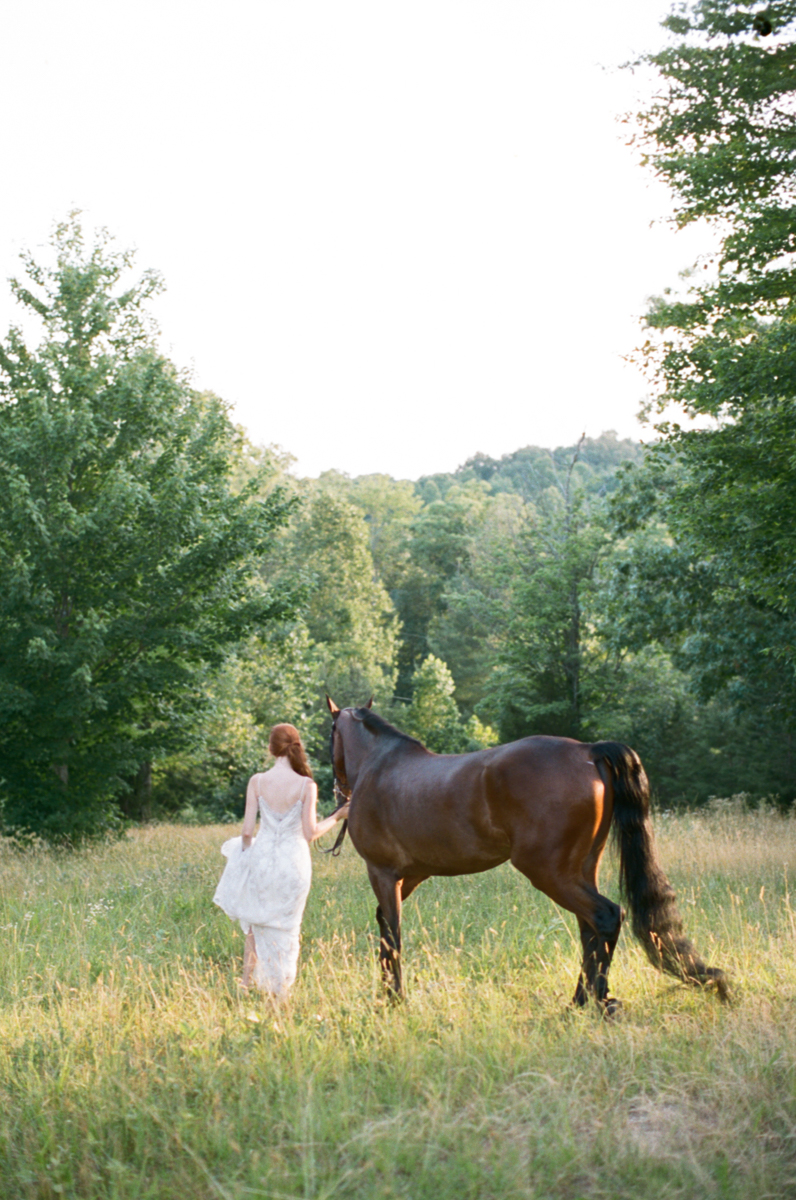 Abby_Elizabeth_Knoxville_Wedding_Photography_Horse_Boho_Bride_Bjorvala_Farms_red_Hair (10 of 63).jpg
