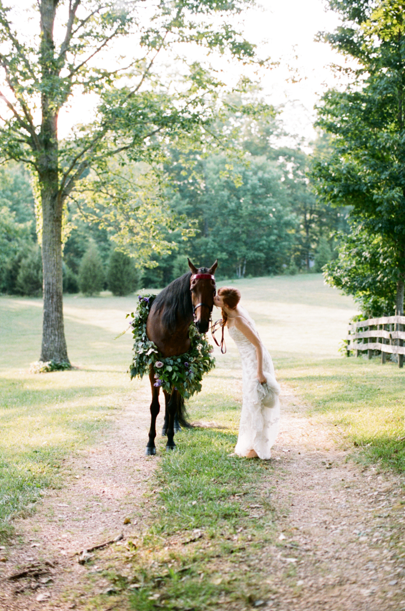 Abby_Elizabeth_Knoxville_Wedding_Photography_Horse_Boho_Bride_Bjorvala_Farms_red_Hair (27 of 63).jpg