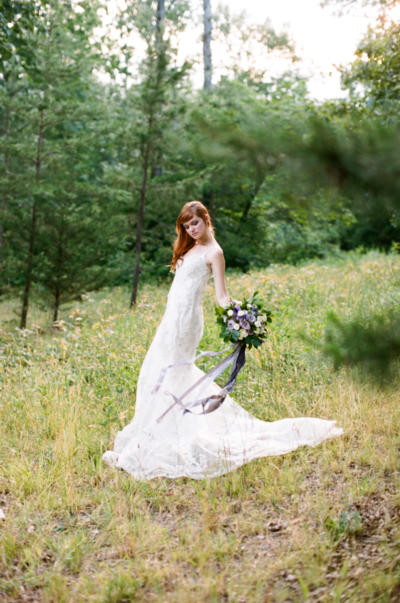 Abby_Elizabeth_Knoxville_Wedding_Photography_Horse_Boho_Bride_Bjorvala_Farms_red_Hair (29 of 63).jpg