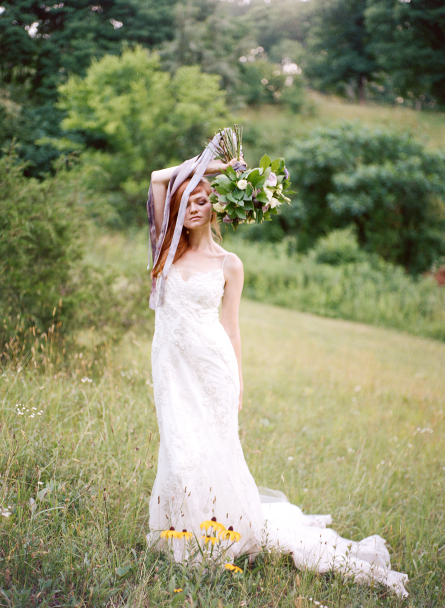 Abby_Elizabeth_Knoxville_Wedding_Photography_Horse_Boho_Bride_Bjorvala_Farms_red_Hair (40 of 63).jpg