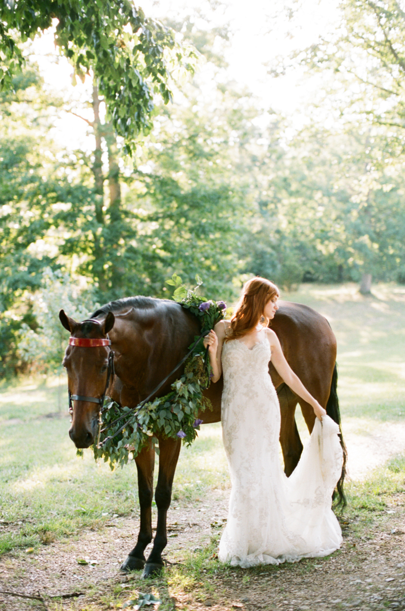 Abby_Elizabeth_Knoxville_Wedding_Photography_Horse_Boho_Bride_Bjorvala_Farms_red_Hair (2 of 63).jpg