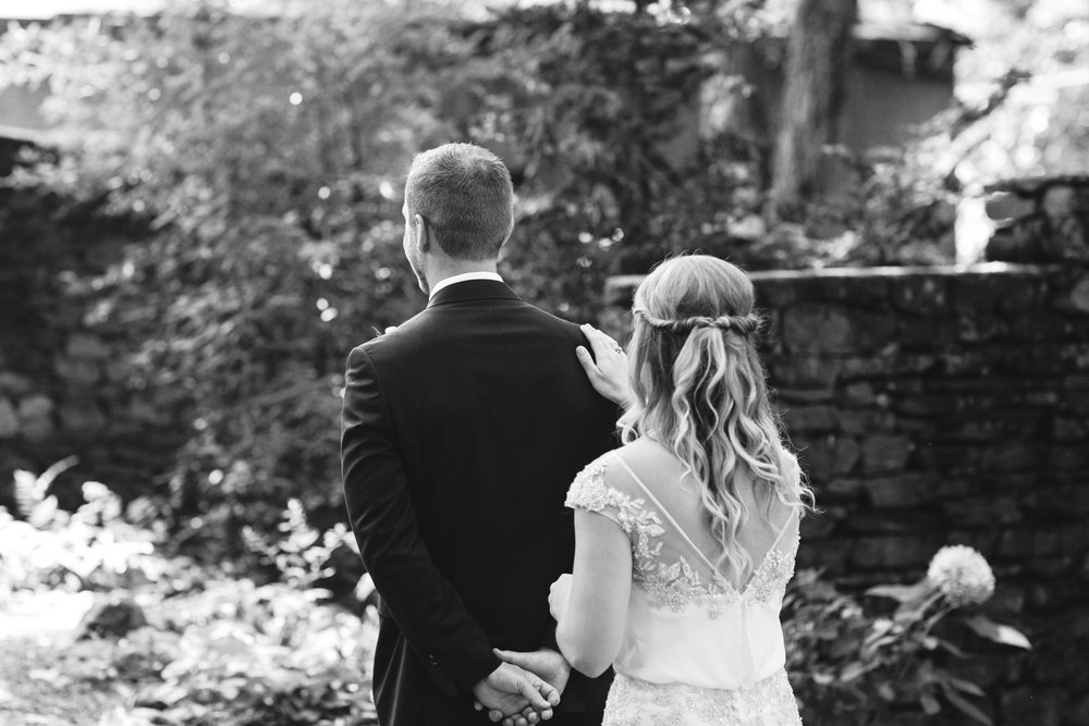 Katie_Matt_Wedding_Knoxville_Botanical_Garden_Abigail_Malone_photography-74b.jpg