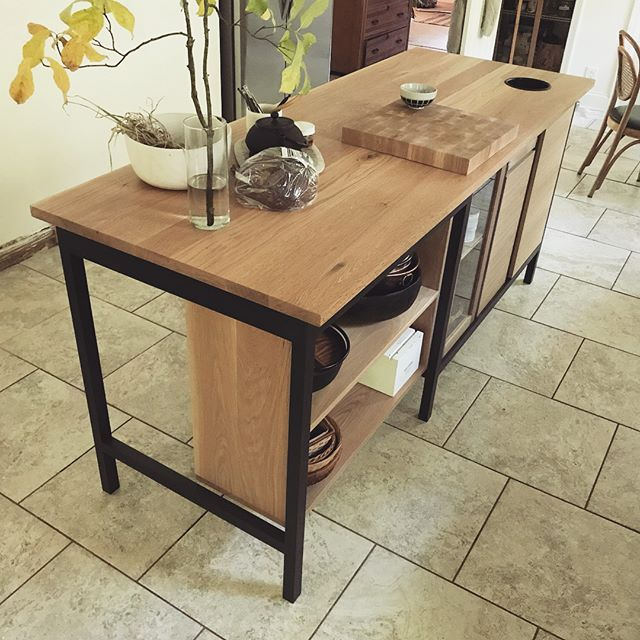 Very proud of this kitchen island in oak and painted wood frame. End grain cutting square. Under: Half open shelving, half cabinets. Pull out trash, pull out pan rack. Two sided glass door cab. All sorts of details for lovely @celestegreeneart #woodworking #furnituredesign #oak #kitchenisland