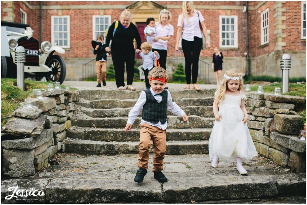 children playing on the steps during the trevor hall wedding