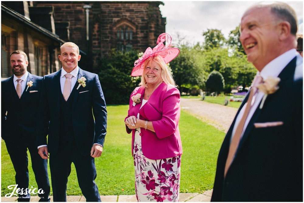 groom's parents arrive at port sunlight church
