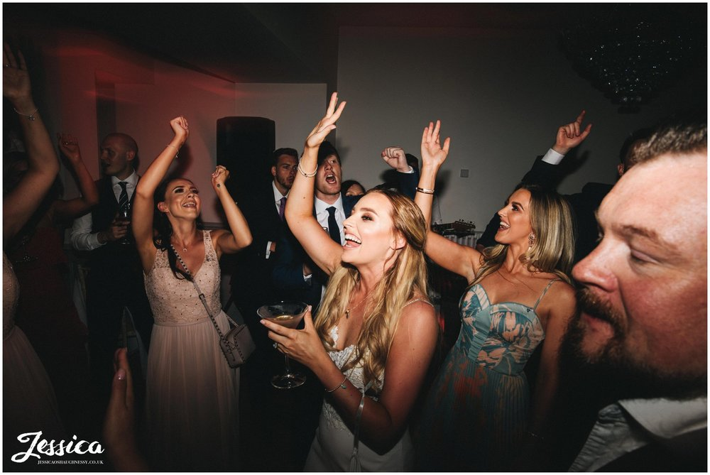 bride sings along to the band at her north wales wedding