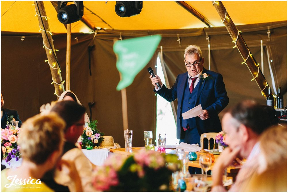 father of the bride gives his speech at bach wen farm wedding