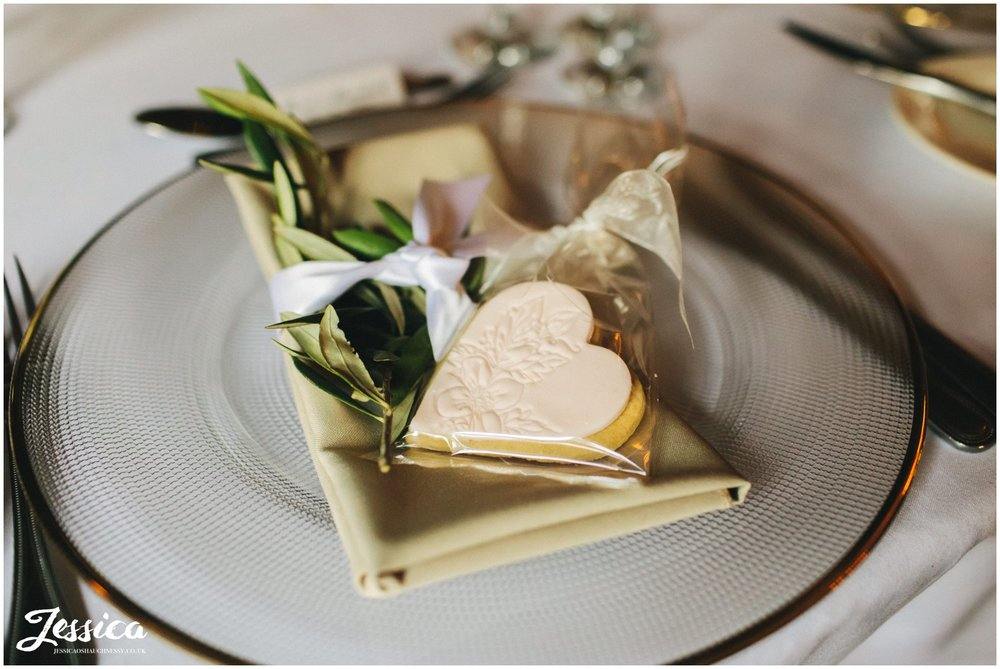 heart shaped cookies as wedding favors
