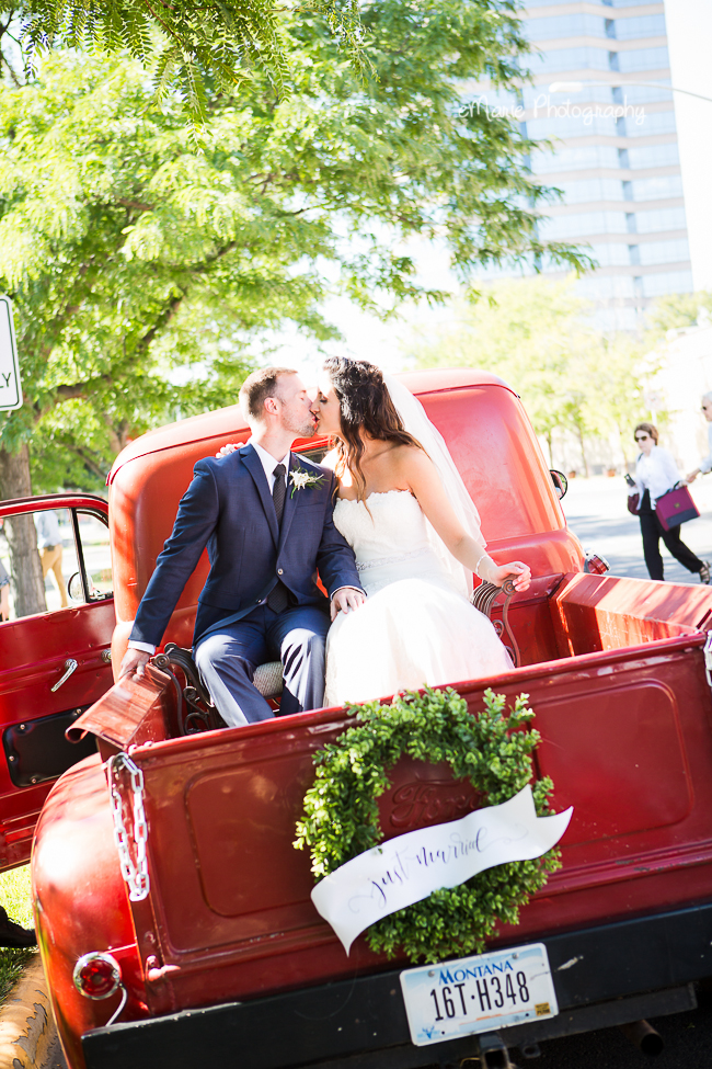 Welcoming and Elegant Downtown Wedding