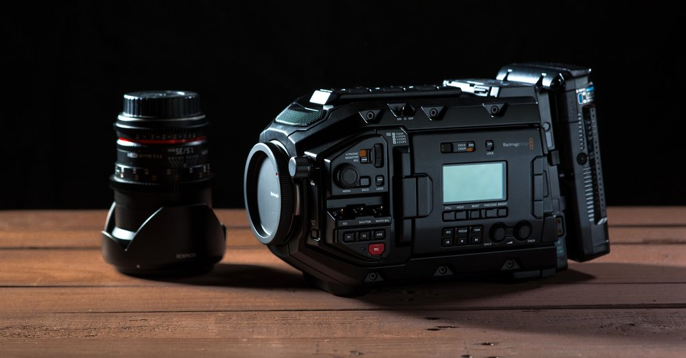 The Ursa Mini Pro with an IDX V-Mount battery next to a Rokinon 35mm
