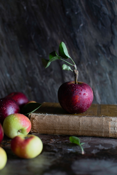 Red Apple © ParithaWannawanit