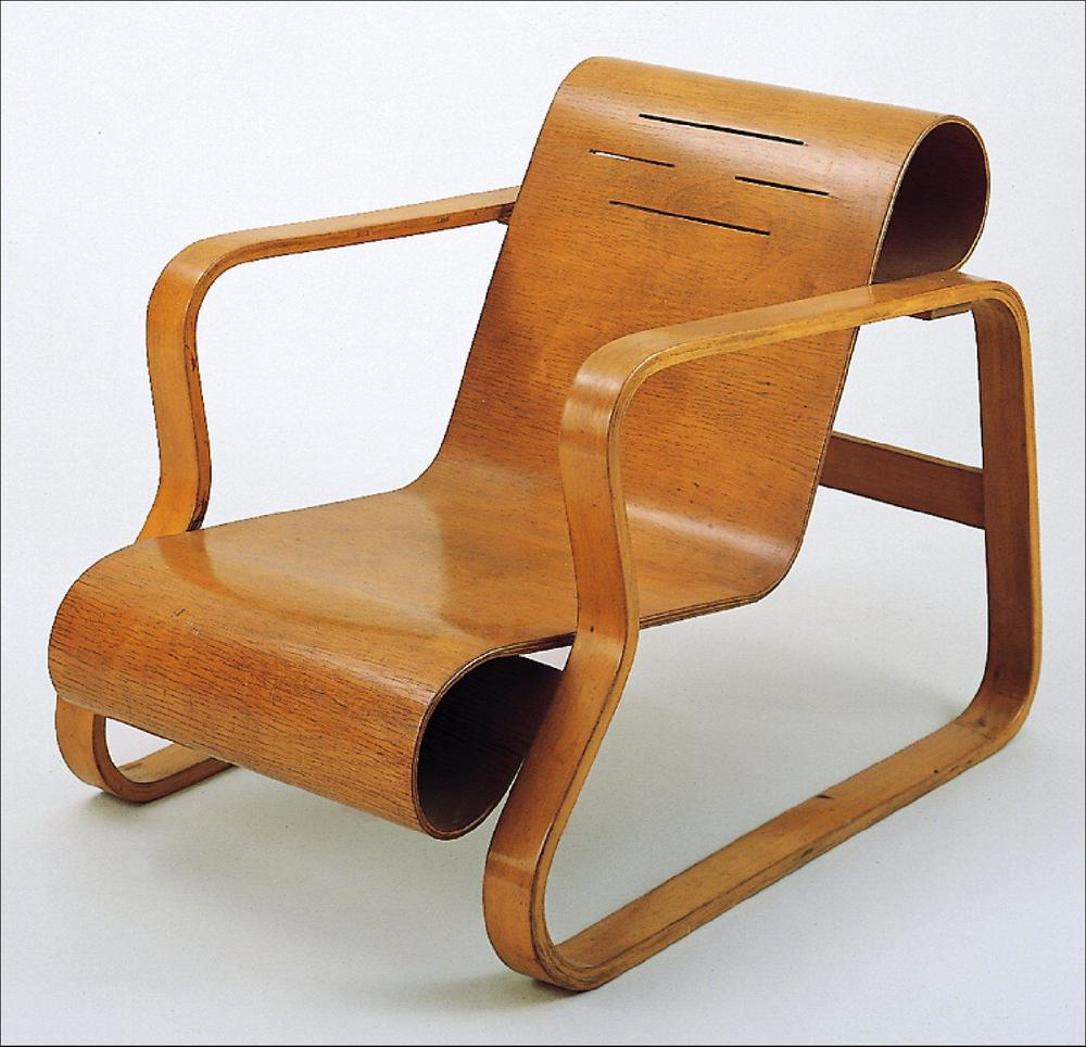 Chairs in plywood by alvar aalto danish design review for Alvar aalto chaise