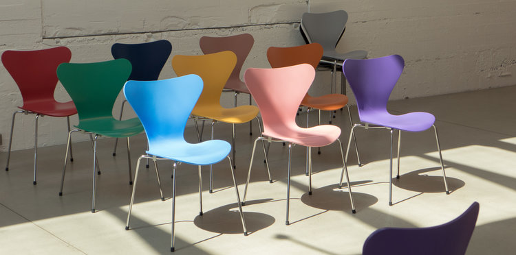 design classic series 7 chair by arne jacobsen danish design review