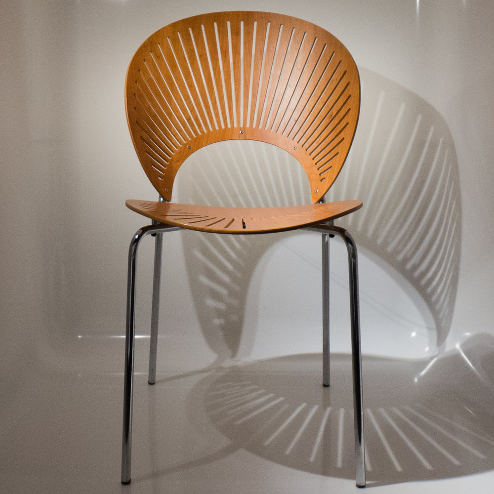 The trinidad chair is one of the most distinct and most unusual of modern danish chairs made in plywood it was designed by nanna ditzel and was given that