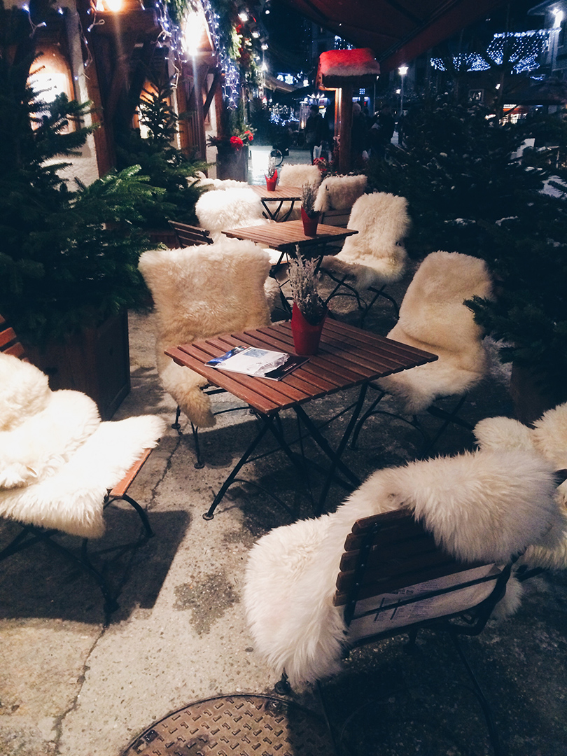 Cappuchino and Cozy Chairs | Chamonix