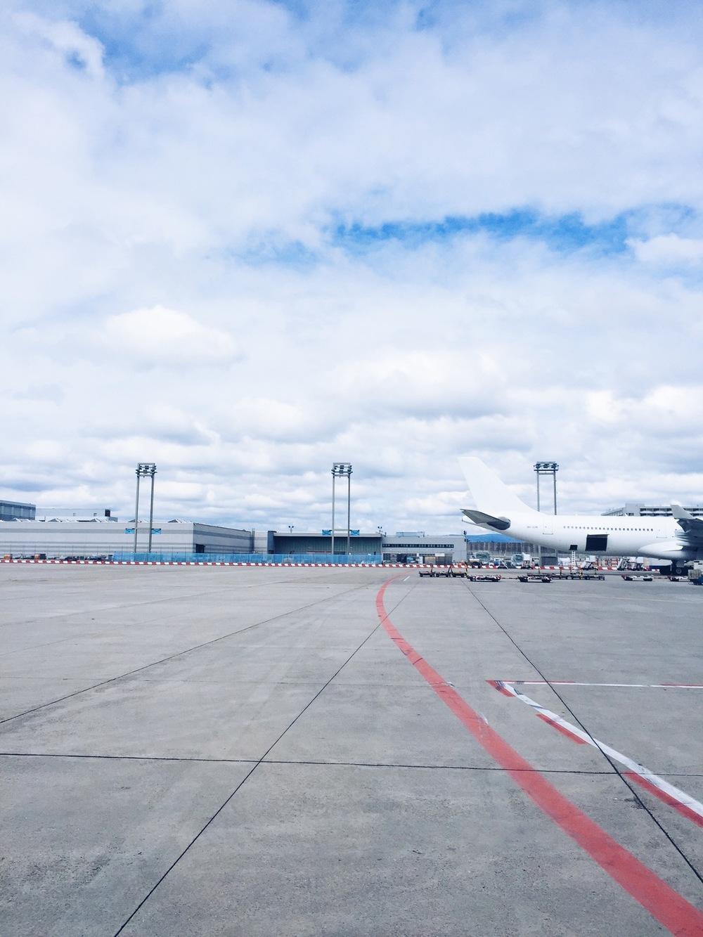 frankfurt airport runway