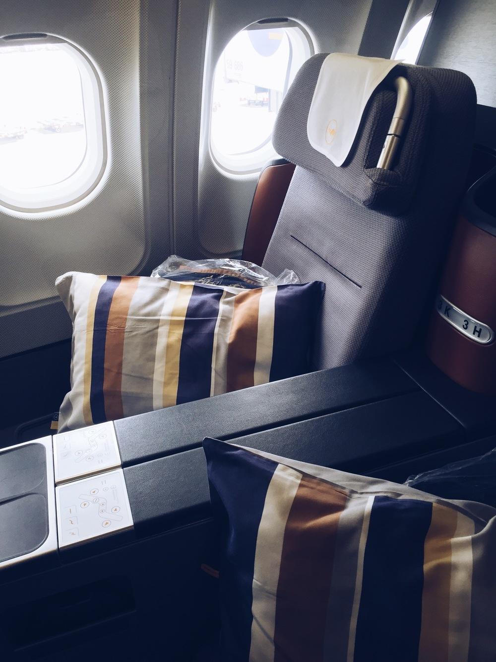 lufthansa business class seat .jpg