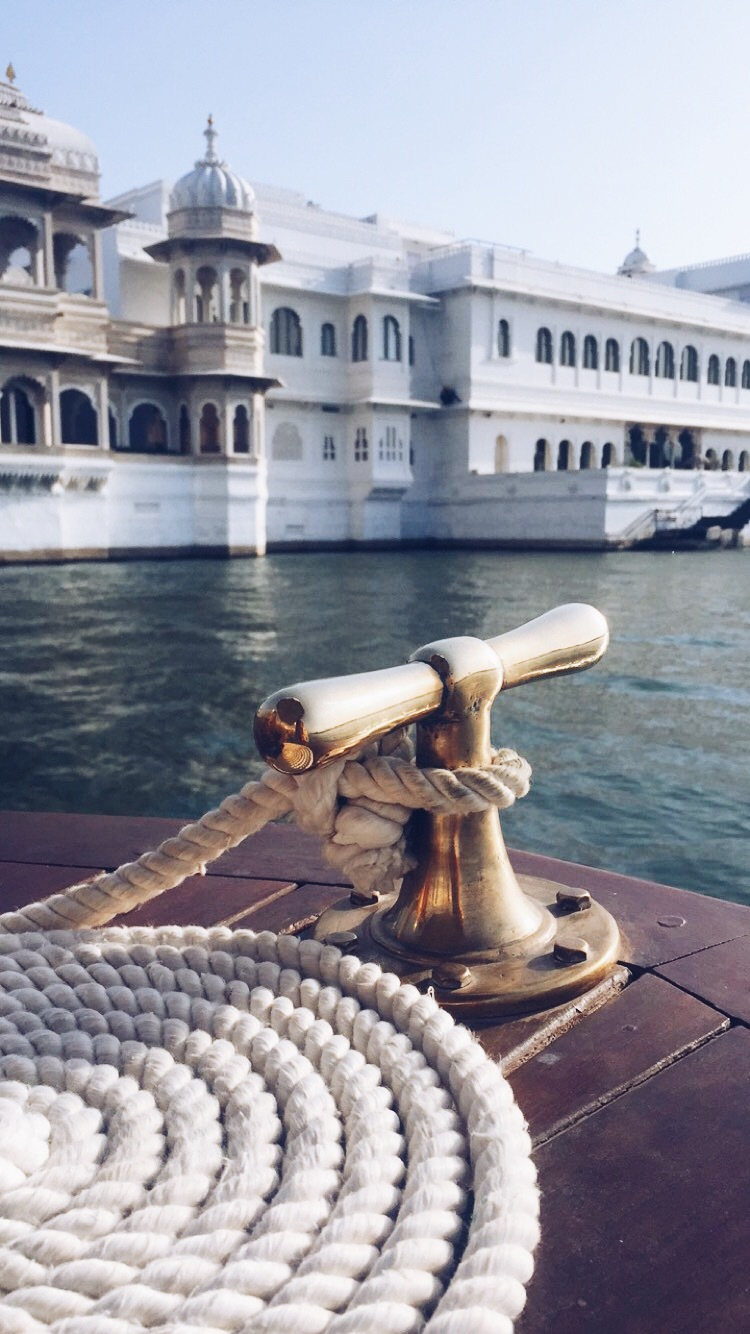 taj lake palace boat ride