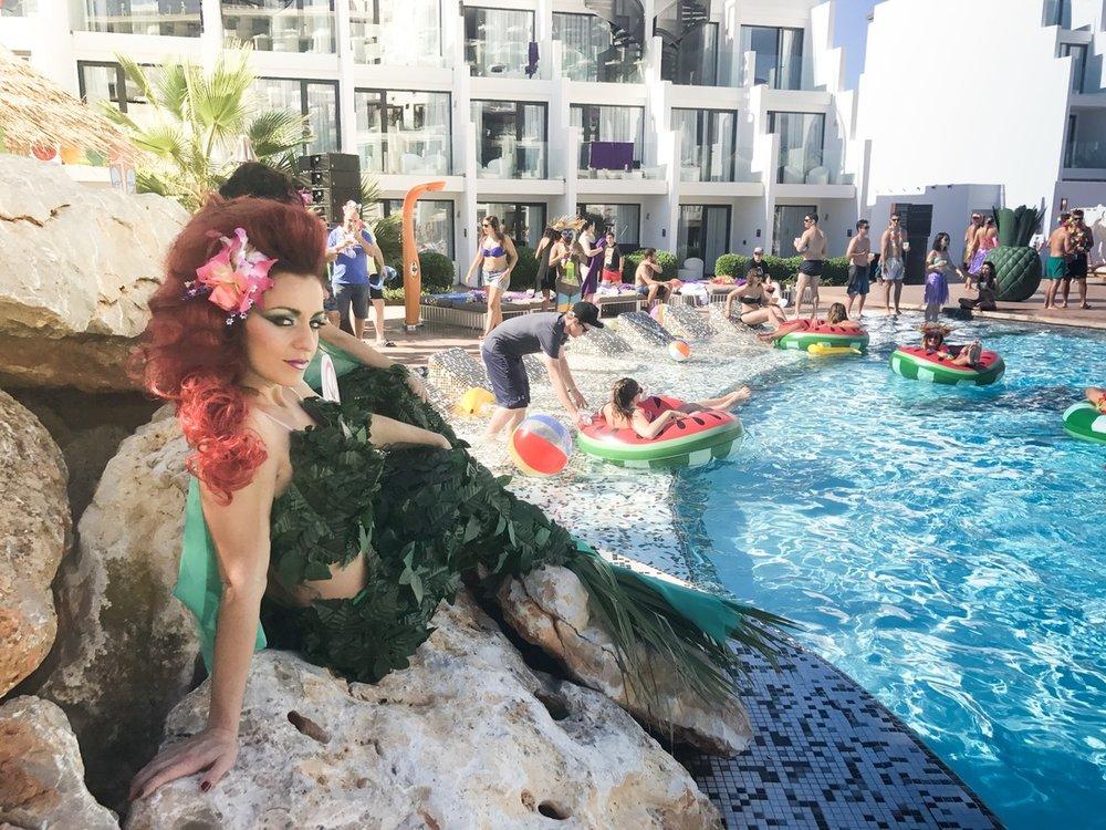 trivago On Tour Pool Party mermaid