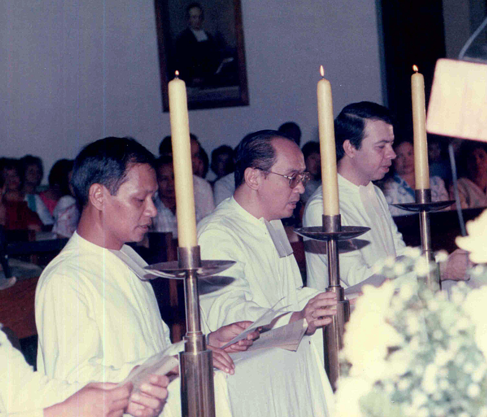 Brs. Manny Hilado, Roly Dizon, and Gus Boquer FSC renew their vows during their Silver Jubilee.