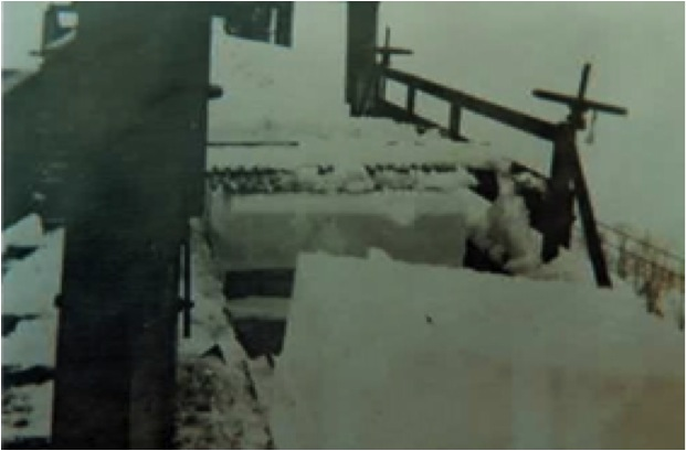 A block of ice heading towards a planer.  Courtesy of the Morris Historical Society