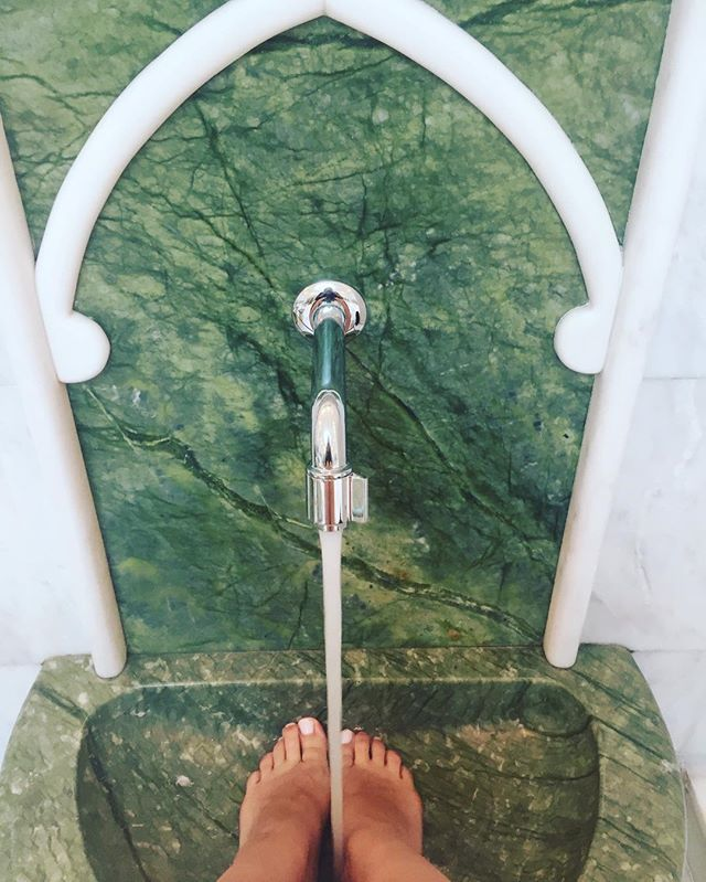 Adventures in feet washing between classes. #nyuabudhabi #forienger