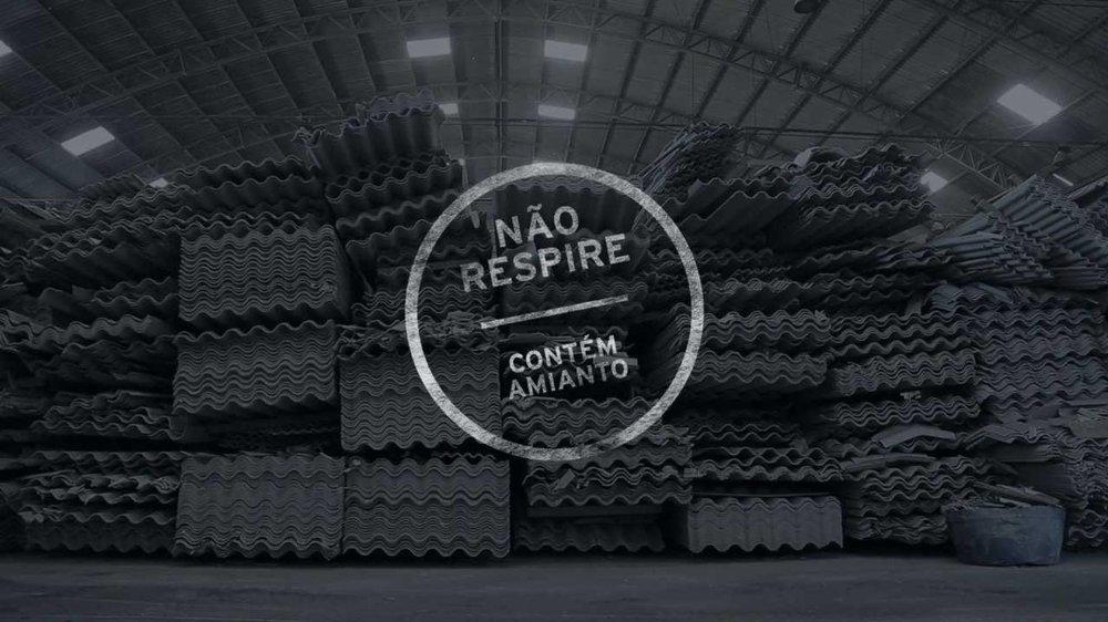Cartaz do premiado documentário 'Não respire – contém amianto'.DIVULGAÇÃO/REPÓRTER BRASIL