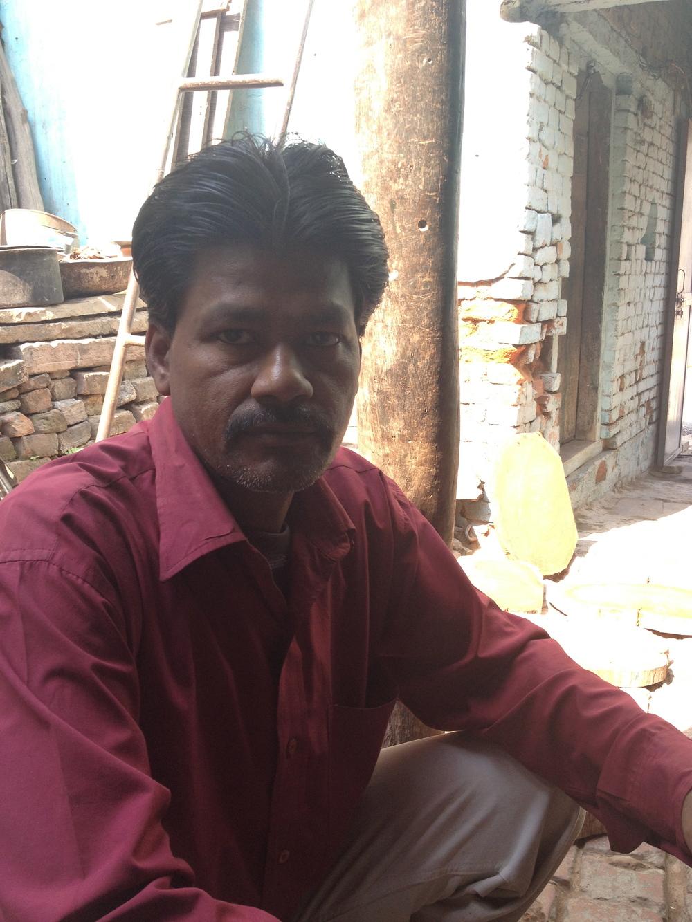 Jogdish, apprentice to Subbash, shop, Khojwa, Varanasi