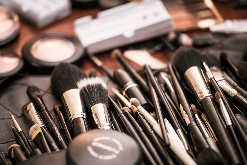 an wide selection of makeup and brushes for brides wedding day at the Twin Oaks Golf course in san marcos, San diegos premier wedding venue