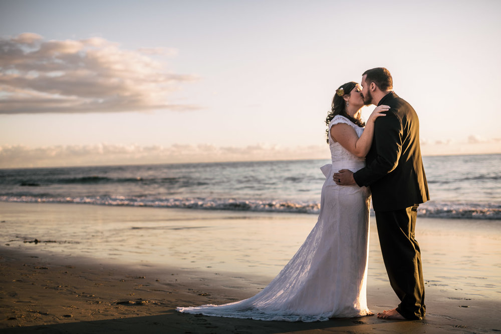 Best Califfornia wedding photographer captures romance at Laguna Beach,