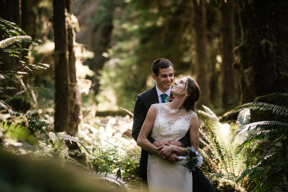 Adventurous Pacific Northwest elopement photographer.