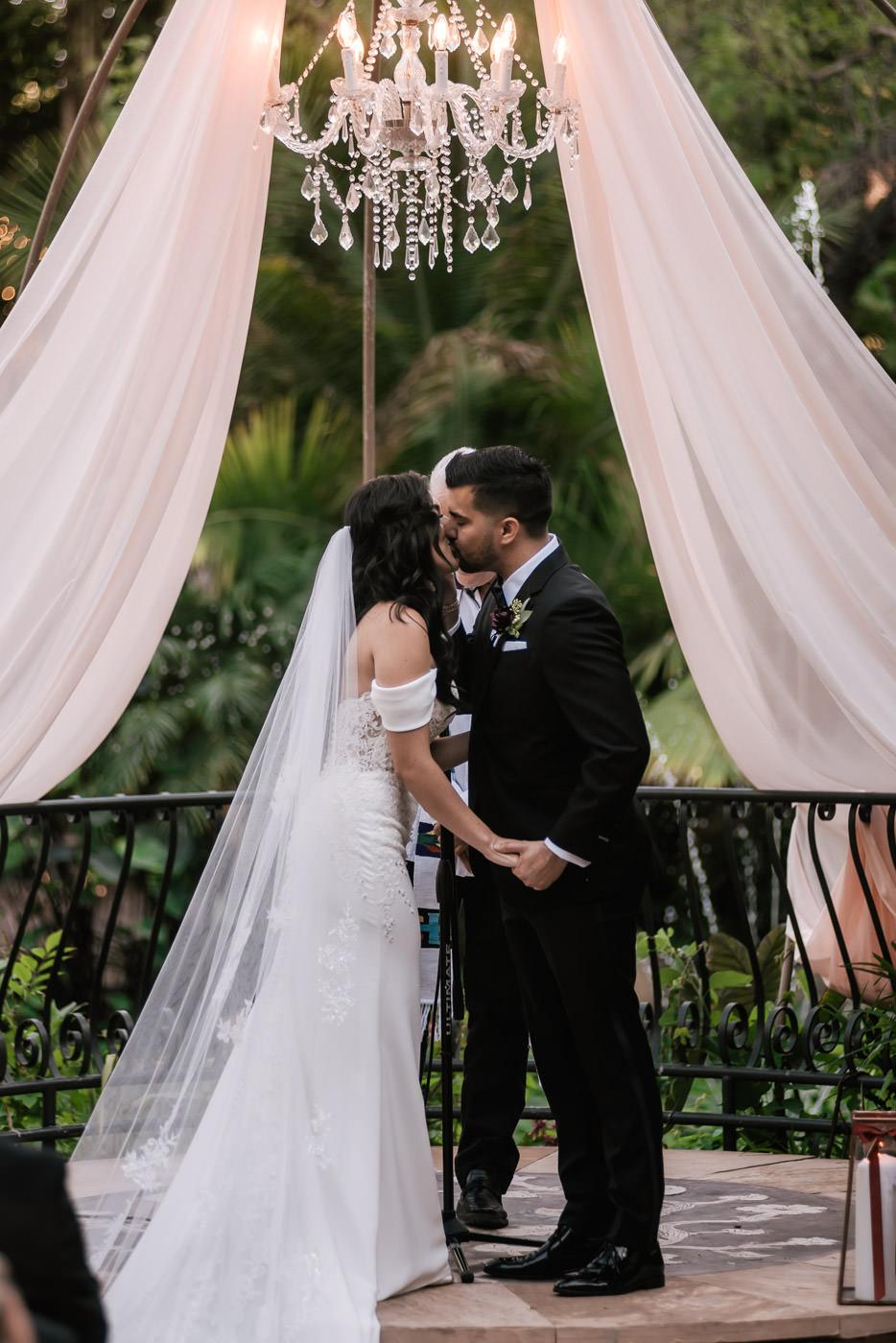 eden-gardens-wedding-photographer-romantic-55.jpg
