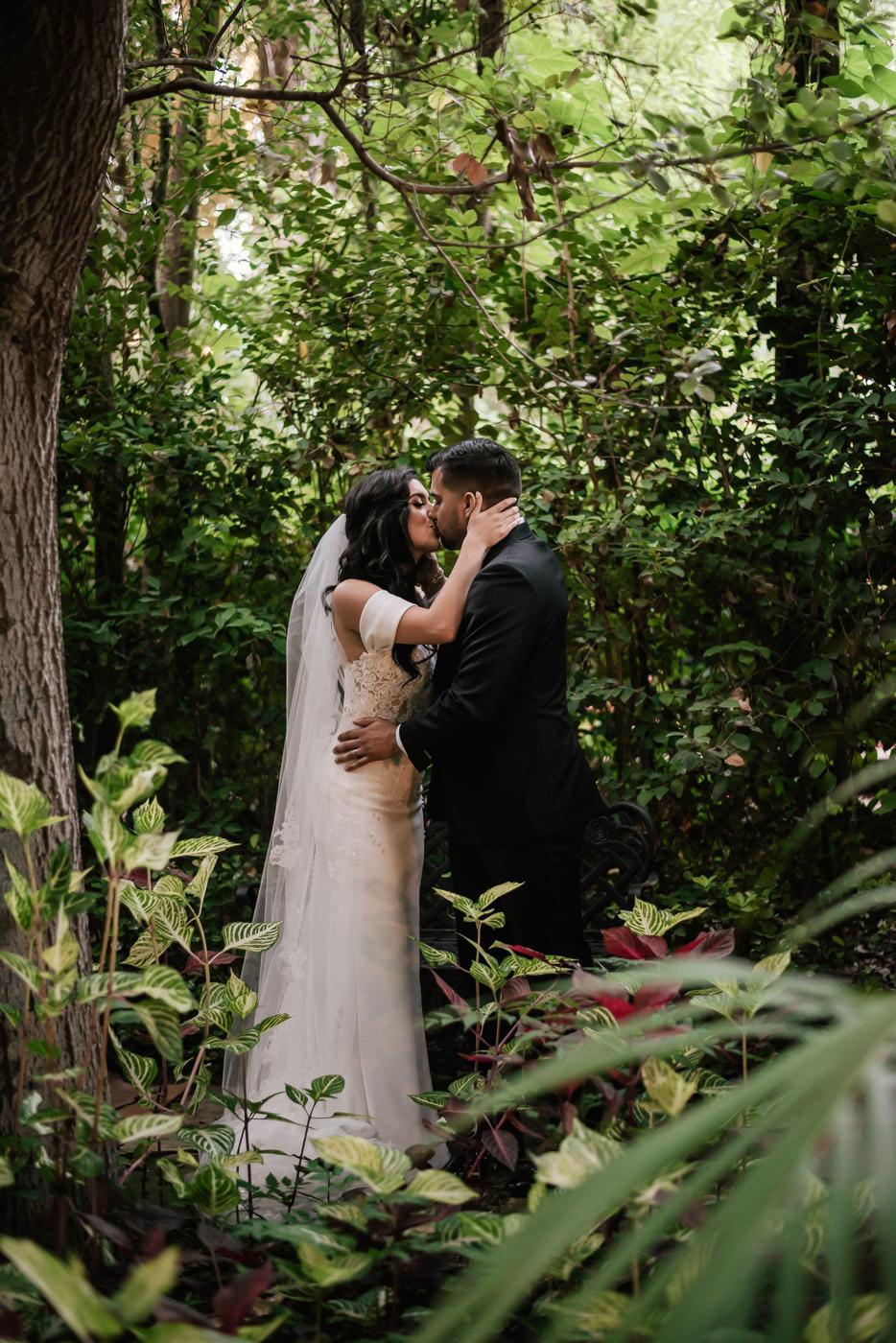 eden-gardens-wedding-photographer-romantic-78.jpg
