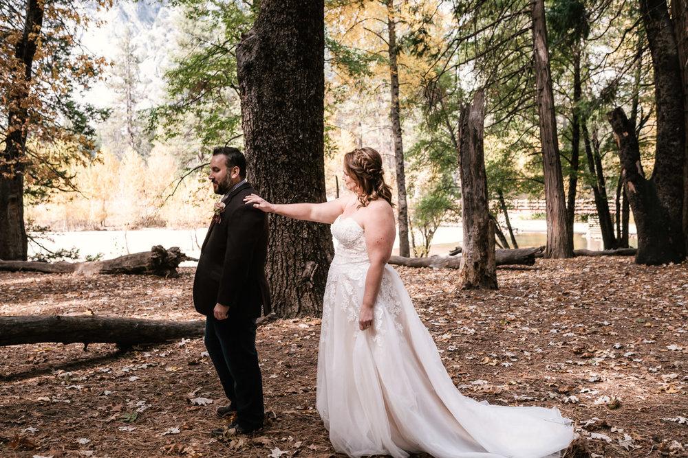yosemite-swinging-bridge-first-look-wedding-3.jpg