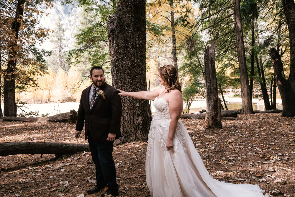 yosemite-swinging-bridge-first-look-wedding-4.jpg