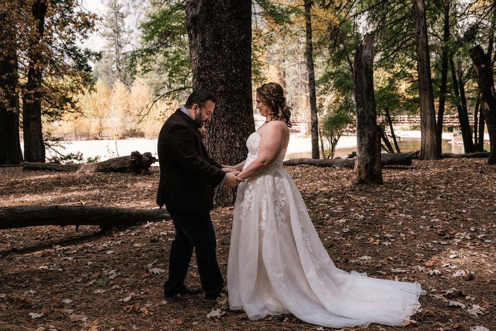 yosemite-swinging-bridge-first-look-wedding-7.jpg
