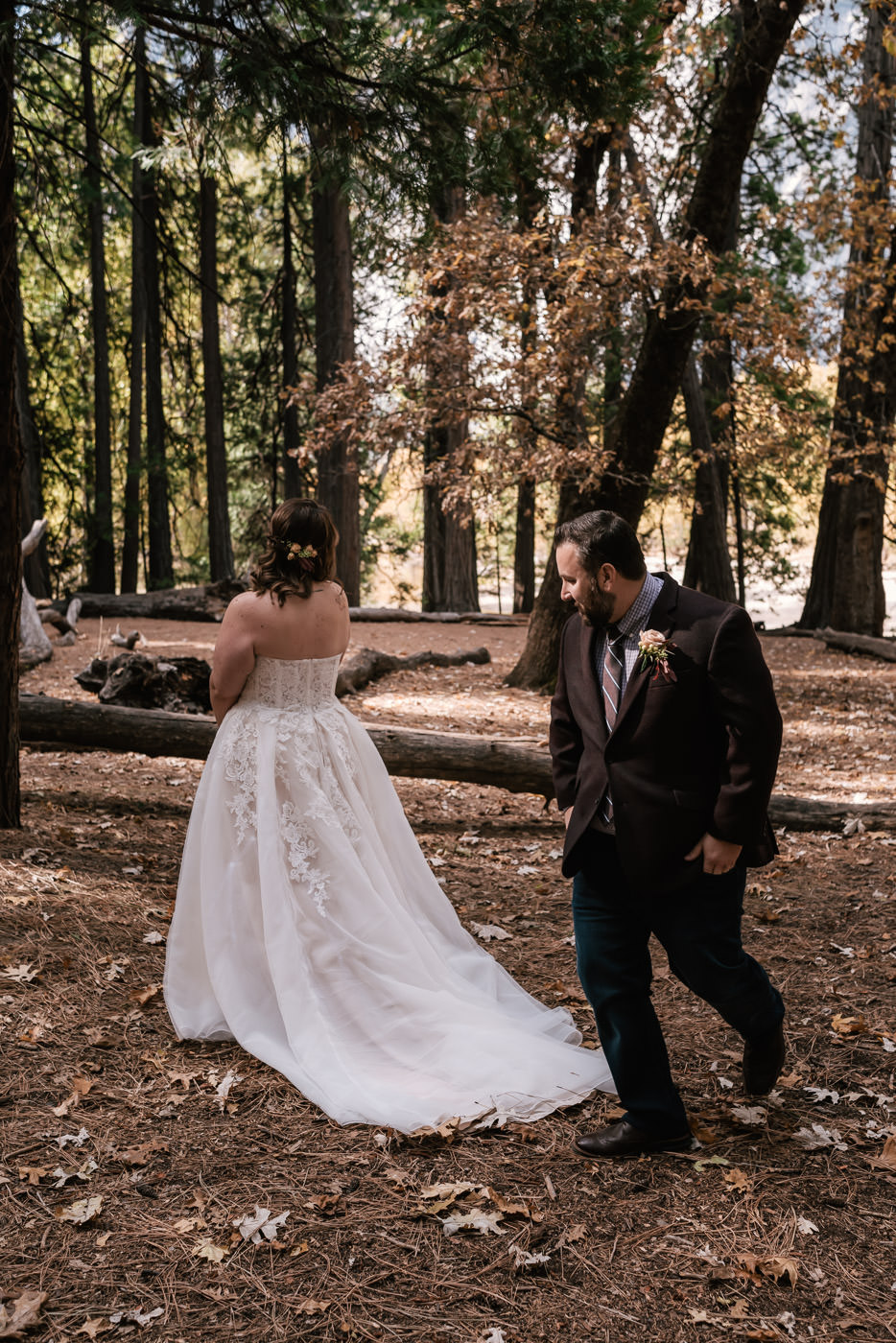 yosemite-swinging-bridge-first-look-wedding-8.jpg