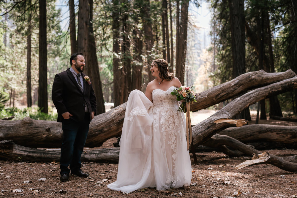 yosemite-swinging-bridge-first-look-wedding-12.jpg