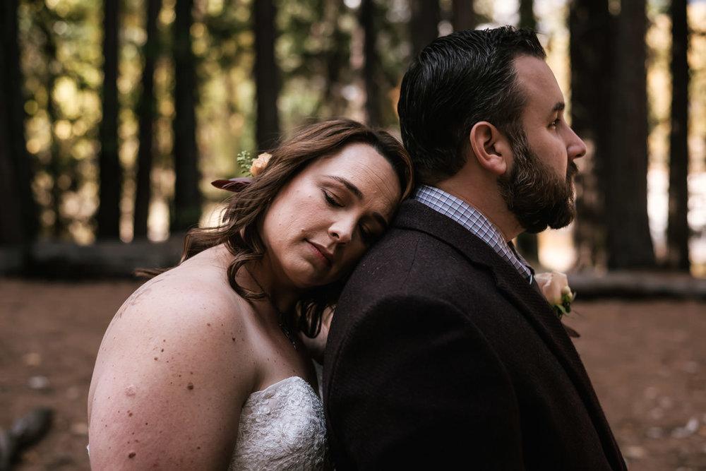 yosemite-swinging-bridge-first-look-wedding-15.jpg