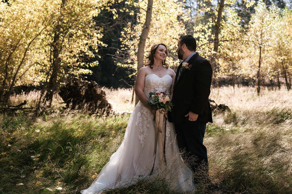 yosemite-swinging-bridge-first-look-wedding-19.jpg