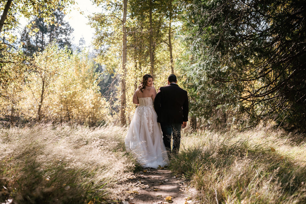 yosemite-swinging-bridge-first-look-wedding-24.jpg